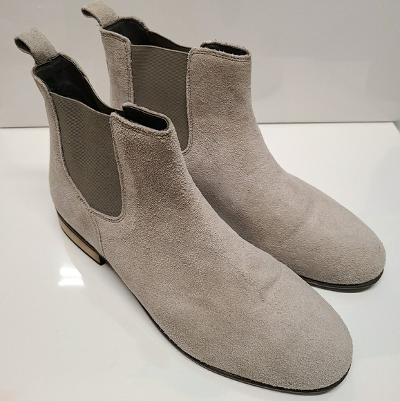 Urban Outfitters Shoes   Chelsea Boots